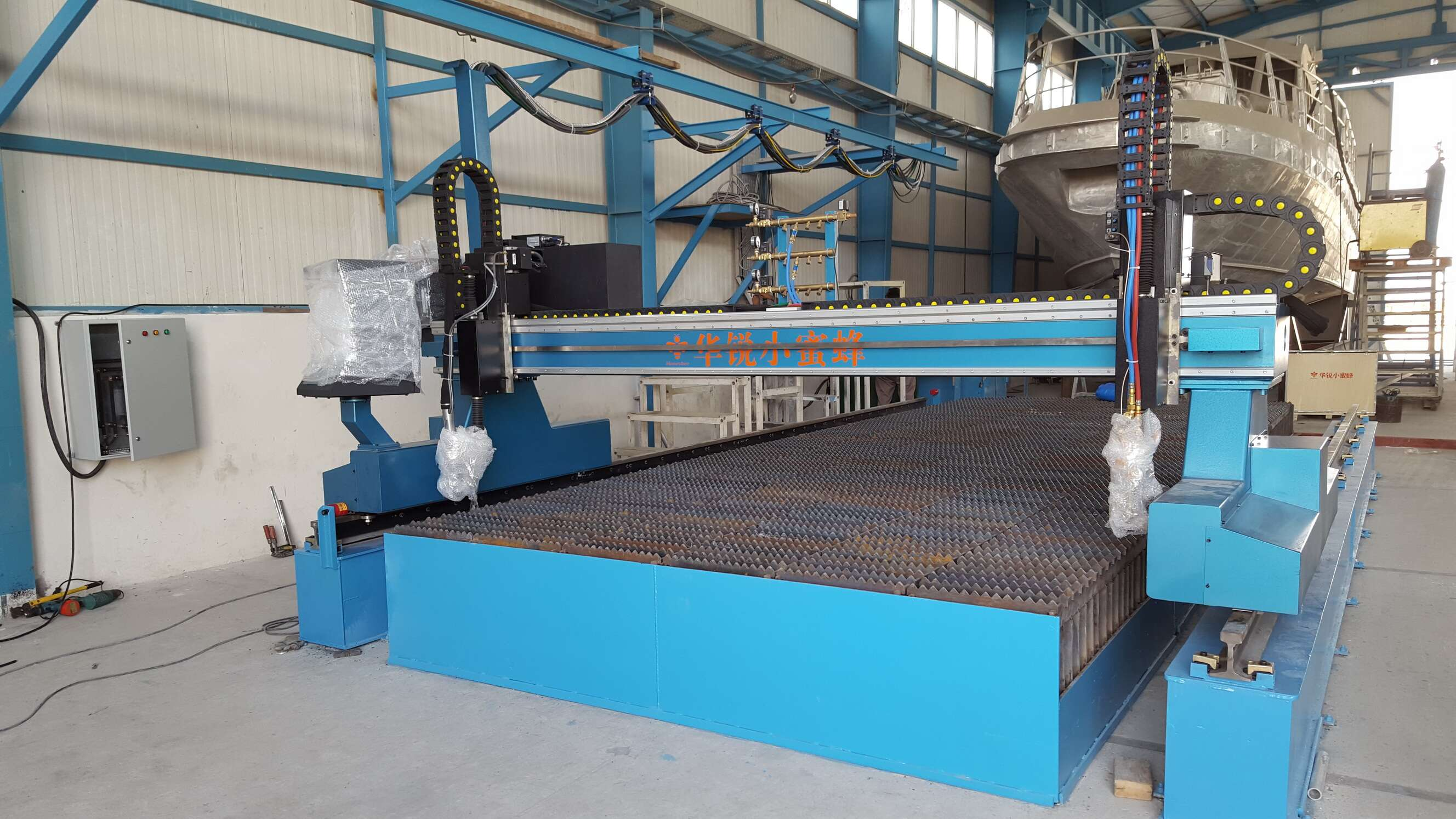 victor UC 300 together with our cnc cutting machine for aluminum cutting